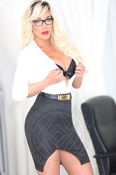 Penelope Hilton  BARI 3290921595