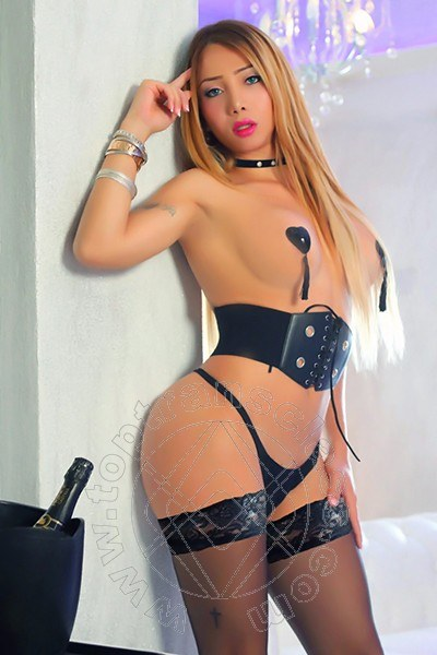 Fernanda Giraldo  BENEVENTO 3485846624
